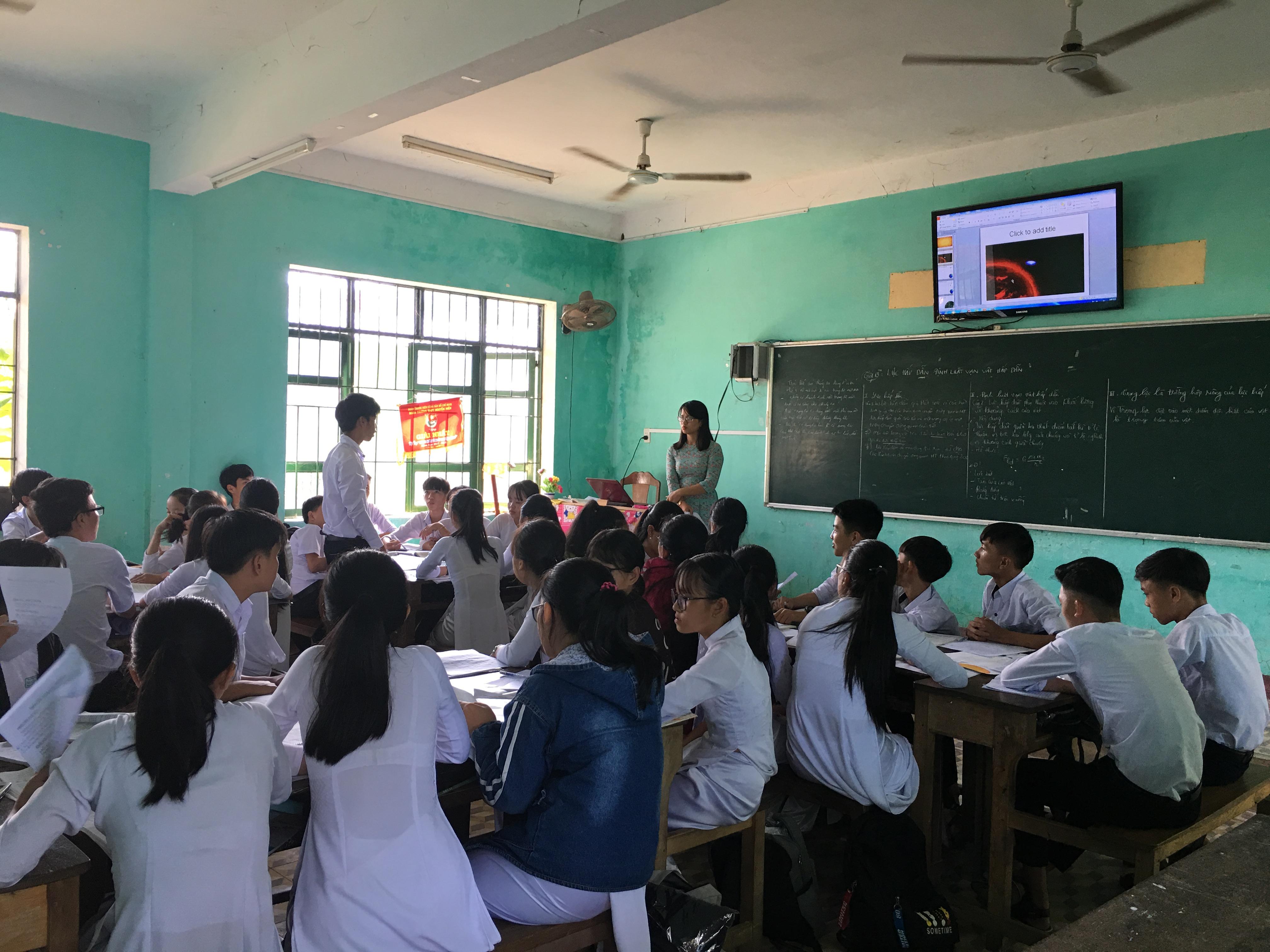 Cô giáo Nguyễn Thị Kim Loan - Giáo viên bộ môn Vật lý